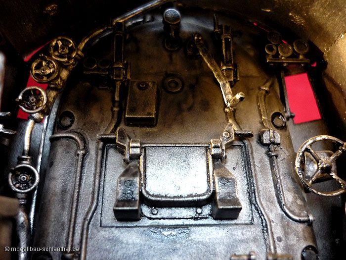 F�hrerstand Kriegslokomotive BR 52<br><i>Ma�stab: 1 : 35<br>Material: Zinnlegierung<br>Original Plastikmodellbausatz von TRUMPETER
