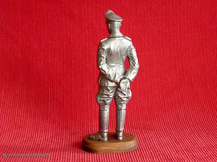 Feldmarschall Rommel<br><i>Maßstab: 1 : 16<br>Bestehend aus ca. 20 Einzelteilen</i><br>Original Plastikmodellbausatz von TAMIYA