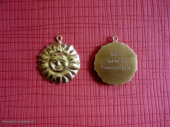 """Anhänger """"Sonne"""" - Durchmesser 6 cm, Messing"""
