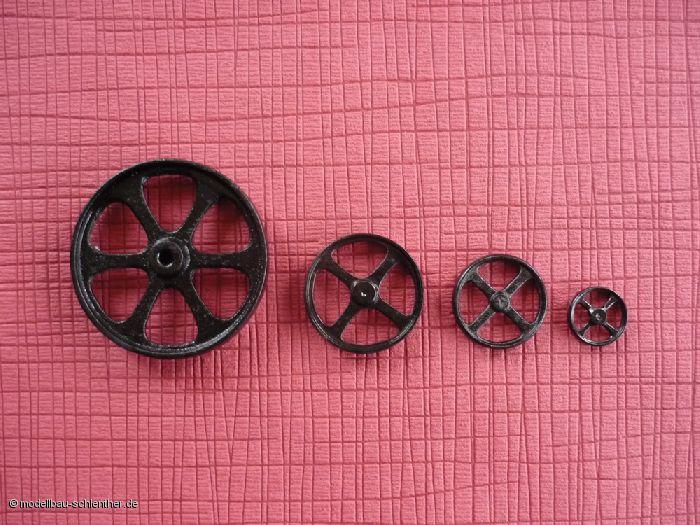 Metallgussräder fuer antikes Spielzeug Durchmesser von gross bis klein ca. 70, 43, 34, 22 mm